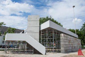 """Mit """"OFF OFD"""" erinnert Christian Odzuck an die alte Oberfinanzdirektion und öffnet bei den Skulptur Projekten den Blick auf neue Bauten. (Foto: th)"""