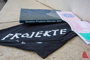 Der Skulptur Projekte Katalog kostet diesmal nur 15 Euro - dafür gibt es keinen kleinen Führer. (Foto: th)