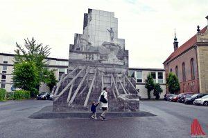 Das Künstlerinnenduo Peleş Empire hat für ihre Skulptur den durchschnittlichen Giebel der Häuser am Prinzipalmarkt errechnet. (Foto: so)