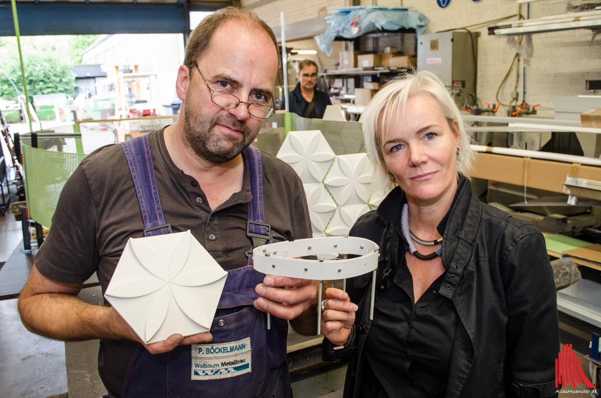 Peter Böckelmann ist kunsterfahren und kann die Wünsche von Silke Rehbein genau umsetzen. Das Modell wird in natura mehrere Meter Ausmaß haben. (Foto: th)
