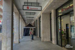 Nach einem Überfall auf eine Bankfiliale in der Innenstadt bittet die Polizei um Mithilfe. (Foto: Thomas Hölscher)