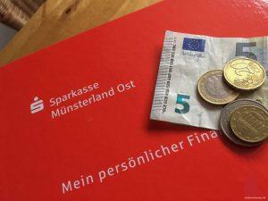 Sparkassenkunden werden ab dem nächsten Jahr für ihre Konten tiefer in die Tasche greifen müssen. (Foto: th)