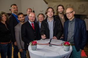 Nun ist es spruchreif: Das Stadtfest 2015 findet statt. Veranstalter und Organisatoren unterzeichneten am Morgen den Vertrag. (Foto: th)