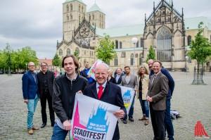 """Direkt am Ort des Geschehens: Veranstalter und Organisatoren von """"Münster mittendrin"""". (Foto: th)"""