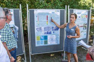 Bauingenieurin Sonja Kramer erklärt, wie wichtig die Eigenverantwortung der Hauseigentümer für den Hochwasserschutz ist. (Foto: Thomas Hölscher)