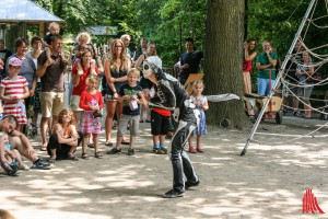 Künstler aus aller Welt beim Internationalen Straßenkünstler Festival. (Foto: na)