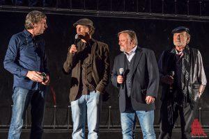 (v.l.:) WDR-Moderator Matthias Bongard, Regisseur Lars Jessen und die Schauspieler Axel Prahl und Claus D. Clausnitzer. (Foto: th)