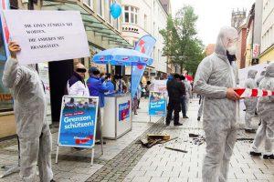 """Mitglieder der Kampagne """"Keine Stimme der AfD"""" am Samstagmittag am Infostand der Partei """"Alternative für Deutschland"""" (AfD). (Foto: Kampagne """"Keine Stimme der AfD"""")"""