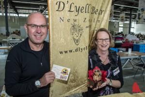 Roy und Heather Lyell aus Neuseeland mit ihrem Puppenigel. (Foto: th)