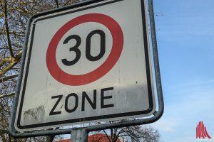 Ab Februar gilt im Stadtbereich auf weiteren Straßenabschnitten Tempo 30. (Symbolbild: Thomas Hölscher)