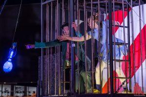 Wie kommt Alice wieder aus diesem Gefängnis heraus? Vielleicht hilft die Flasche... (Foto: th)