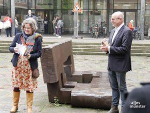 Marion Lohoff-Börger und OB Markus Lewe präsentierten das Lyrikprojekt. (Foto: Ralf Börger)
