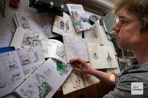52 Skizzenbücher hat der Interims-Münsteraner Lenecke bis heute gefüllt. (Foto: Marc Geschonke)