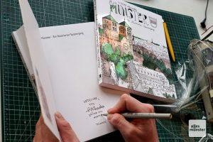 Eigens für ALLES MÜNSTER-Leser hat Till Lenecke eins seiner viel beachteten Bücher signiert. (Foto: Marc Geschonke)