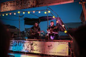 """Das Münsteraner Singer-/Songwriter Duo """"FRINK"""" auf der MS Anaconda. (Foto: Yannick Kroll)"""