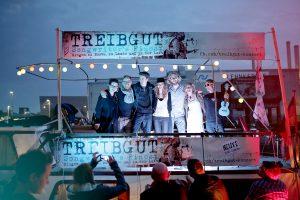 Veranstalter und Künstler sind am Ende des Abend hoch zufrieden. (Foto: Yannick Kroll)