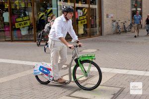 Oberbürgermeister Markus Lewe durfte als erster probefahren. (Foto: Bührke)