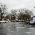 Keine Möglichkeit für Kurzzeitparker: nur 30 Taxen dürfen auf dem Parkplatz stehen. Auch ist es nicht möglich, ...
