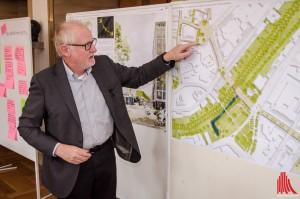 Gerd Aufmkolk erklärt die Pläne zur Umgestaltung der Windthorststraße. (Foto: th)