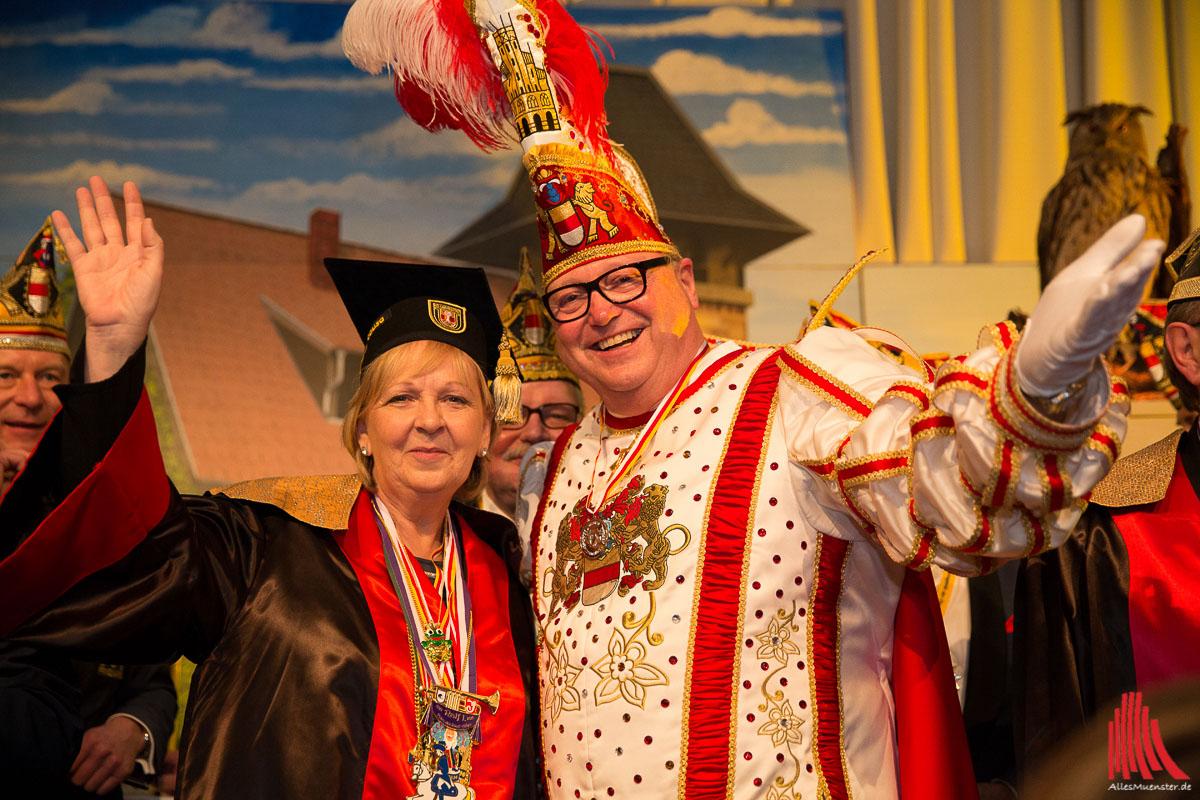 Politik trifft auf Tollität: Hannelore Kraft und Prinz Bernd Homann I. waren die Hingucker beim Matinee. (Foto: cabe)