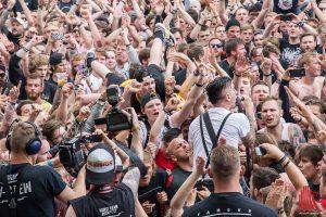 Anti-Flag verlegen das Konzert ins Publikum. (Foto: th)