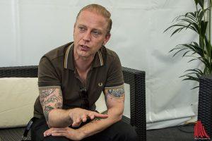 Mitveranstalter Tom Naber erzählt über das Festival. (Foto: th)