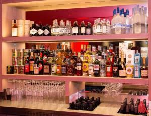 Neu im Vapiano: ein großer Barbereich mit ausgewählten Gins. (Foto: cabe)