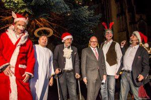 Oberbürgermeister Markus Lewe (3.v.r) und die 6-Zylinder eröffneten die Weihnachtsmärkte in Münster. (Foto: th)