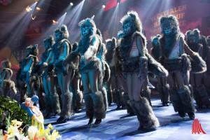 """Die Jugendgarde der """"Roten Husaren"""" sind zwar auch schon alte Hasen im Karneval, heizten aber als knurrige Wölfe ein. (Foto: cabe)"""
