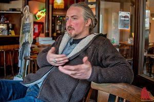 Comiczeichner und Illustrator Jörg Hartmann erzählt über die Entstehung des zweiten Wilsberg-Comics. (Foto: mb)