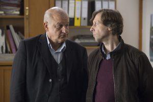 Georg Wilsberg (Leonard Lansink, li.) und Ekki (Oliver Korittke) ermitteln in einem neuen Fall. (Foto: ZDF / Thomas Kost)