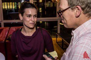 Kristin Suckow erzählt von den Dreharbeiten. (Foto: th)