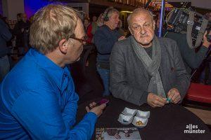 ALLES MÜNSTER ist überall dort, wo was los ist. Hier ist Redakteur Ralf Clausen im Interview mit Schauspieler Leonard Lansink. (Foto: Thomas Hölscher)