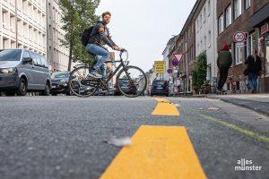 Auf der Wolbecker Straße treffen Autoverkehr, Fahrradfahrer und Fußgänger aufeinander - auf teils wenig Raum. (Foto: Thomas Hölscher)