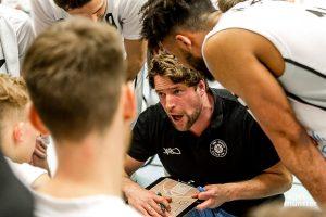 Headcoach Philipp Kappenstein und seine Spieler von den WWU Baskets sind auf den Saisonstart gespannt. (Archivbild: Claudia feldmann)