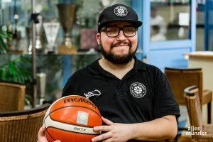 Marco, Mannschaftsbetreuer und heimlicher Star der WWU Baskets. (Foto: Claudia Feldmann)
