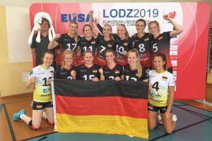 Die WWU-Spielerinnen freuen sich über den Gruppensieg. (Foto: WWU Volleyball Team)