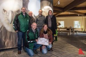 (v.l.:) Zoo-Chef Dr. Thomas Wilms, Prof. Ulrich Martini, Kurator Dr. Dirk Wewers, Grafiker Oliver Hartmann, Daniela Imholt vom Artenschutz-Zentrum und Kuratorin Dr. Martina Raffel. (Foto: th)