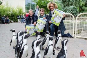 (v.l.:) Zoo-Direktor Jörg Adler, Thomas Lammers und Gabi Völker-Honscheid (SSB) (Foto: th)